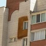 Очевидно, что случай не единичный - уже стены отдельных квартир тоже залиты пеной