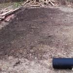 Вскопанная и выравненная грядка под баклажаны