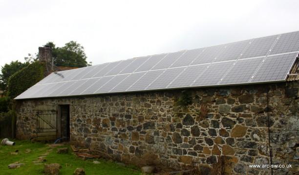 сарай с солнечными панелями в Англии