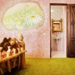Фактурная штукатурка на стенах в виде цветочков