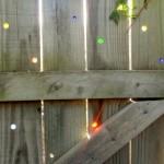 Калитка с дырками и цветными стеклышками (фото)