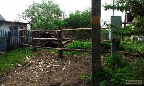 Забор из сосновых балок