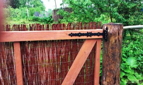 Фигурные навесы на воротах