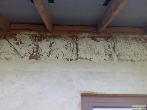 Штукатурка под свесами крыши - как видите, второй слой там, где будут софиты, решил не делать...