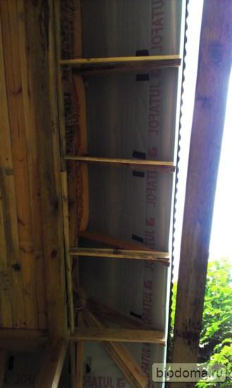 свесы крыши соломенного дома до подшивки сайдингом