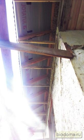 свесы крыши поперечные доски идут к каждой стропилине