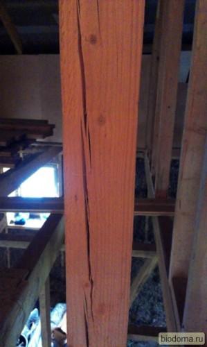 трещина в деревянной балке
