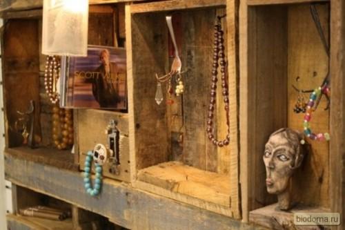 Пример того, как декор старого ящика превращает его в предмет искусства...