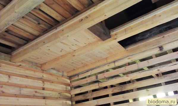 потолок между балками из вагонки