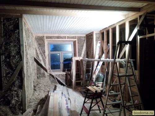 Потолки внутри соломенного дома