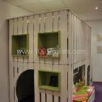 Вариант детского домика из паллет в квартире