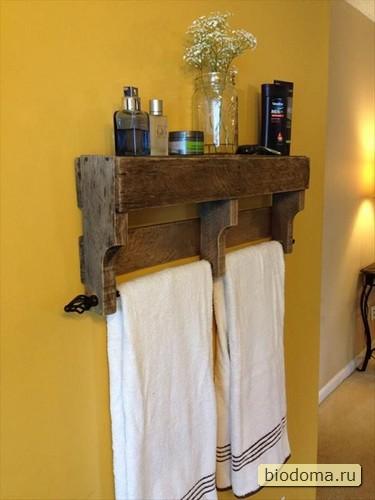 """Полочка для полотенца из паллет своими руками - нужно просто разрезать поддон на три или четыре части и немного """"допилить"""""""