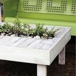 Столик из паллет с горшками для растений